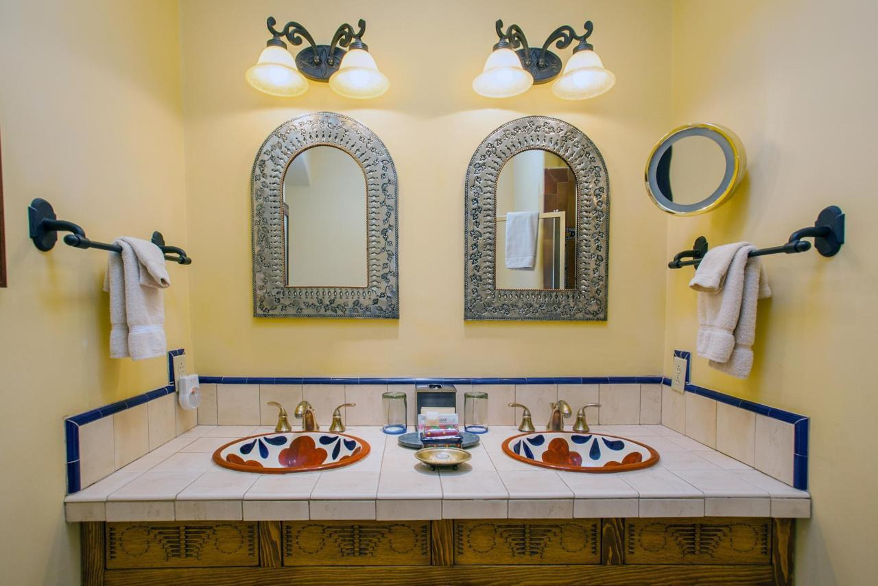 Spanish Colonial has double sinks